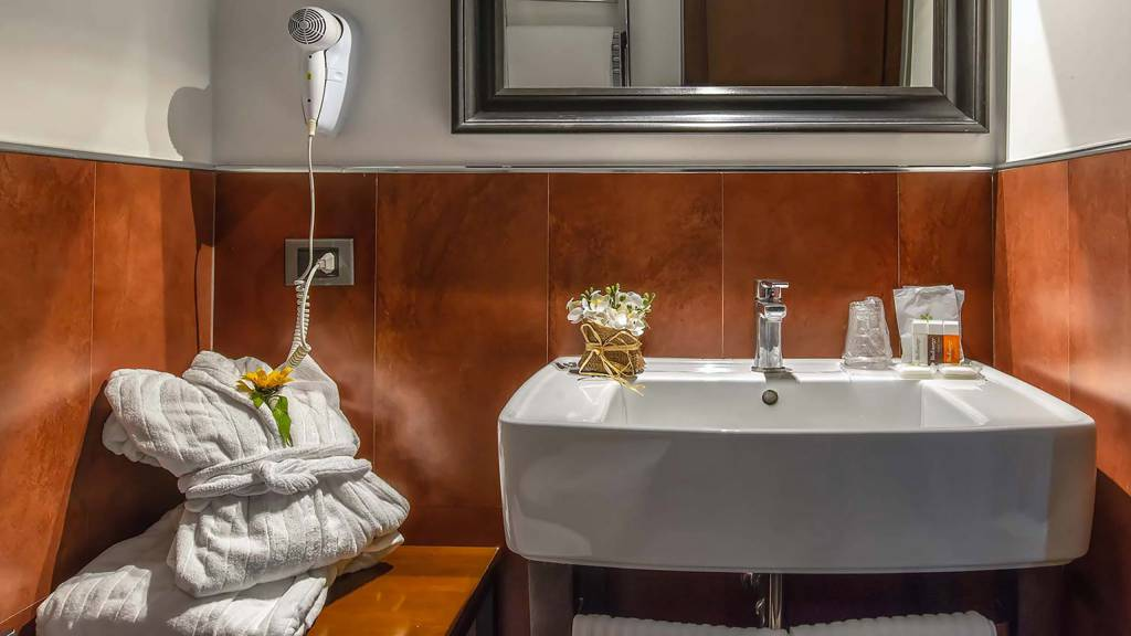 Navona-Colors-Boutique-Hotel-Roma-Camera-Standard-bagno-2