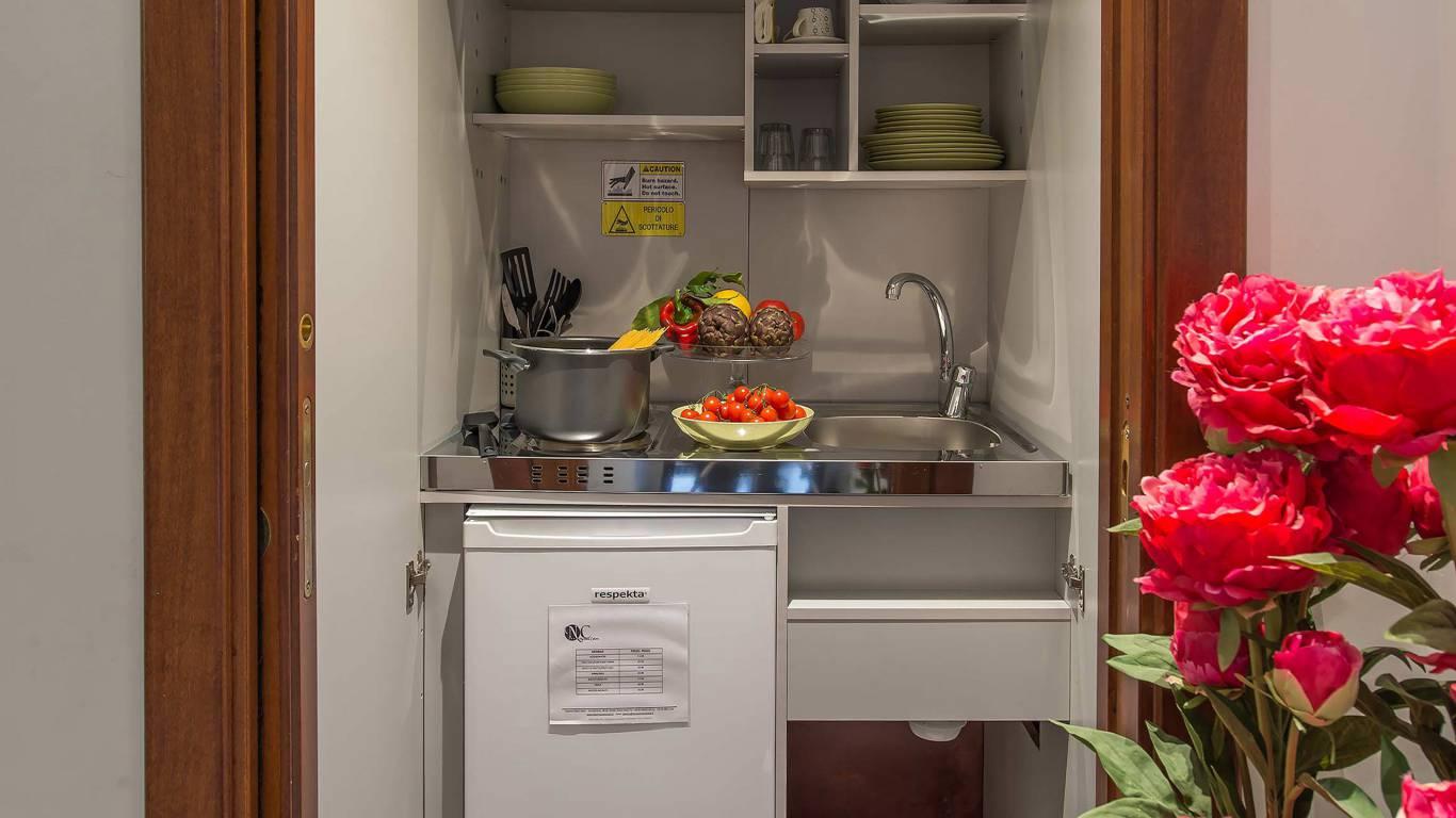 Navona-Colors-Boutique-Hotel-Roma-Appartamento-Cucina-1